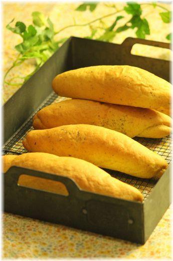 バジルカレーのドックパン。