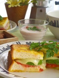 カレーフレンチトーストのサンドイッチ☆