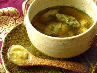 落とし・柚子胡椒バターの牡蠣と青海苔のスープ。