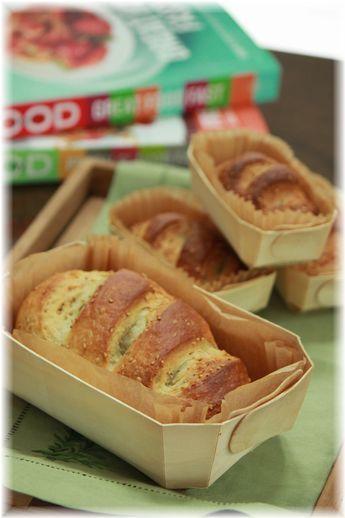 オリーブオイルとゴマのサンドイッチパン。