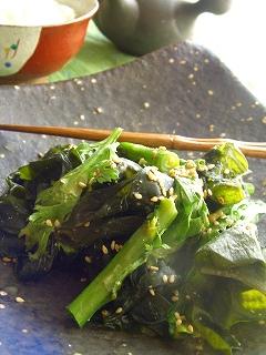 春菊とワカメの味噌わさび炒め。