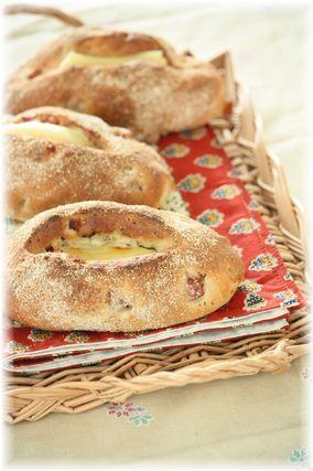 チーズバジルベーコンのフランスパン風。