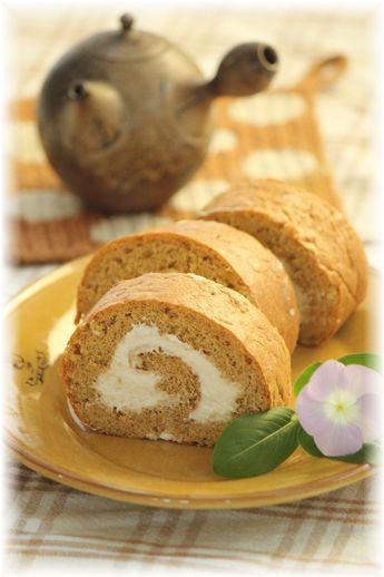 グラハム黒糖ロールケーキ。