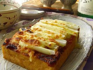 厚揚げの葱味噌チーズ焼き。