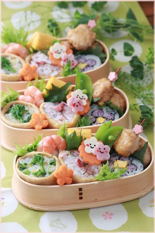 【お弁当】桜お稲荷さんと菜の花お稲荷さんとお花見弁当。と さくら。