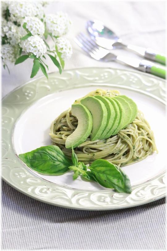 【レシピ】お店のお気に入りパスタ・アボカドジェノベーゼのお昼ごはん。と 音楽の話とかほうれい線を消したりとか。
