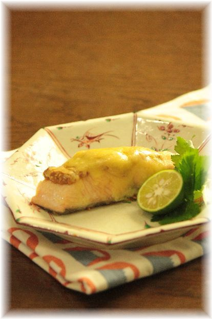 鮭の胡麻味噌チーズ フライパン焼き。 と 献立。
