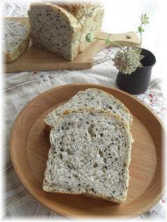 ゴマとお豆腐のパン。 そして週末。