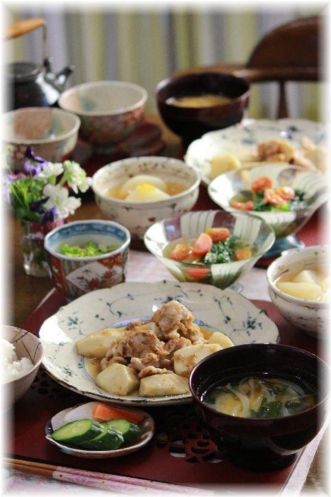 里芋と豚肉の甘辛生姜焼き。と 献立。