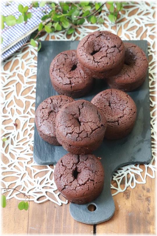 【レシピ】米粉のガトーショコラ。 いちご と ねこ。