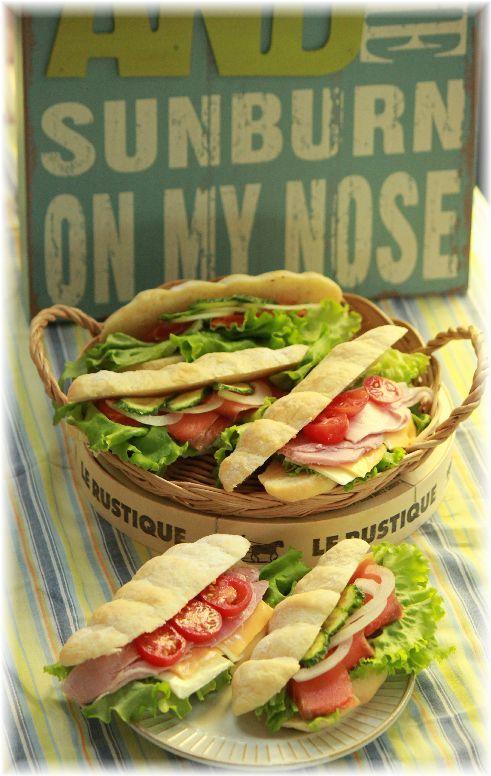 ミルクオリーブパンのもこもこサンドイッチ。