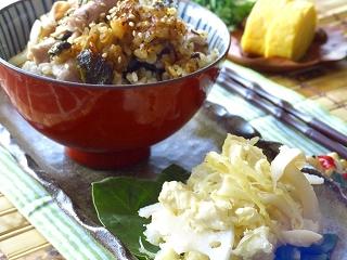 サキイカの煮サラダ と 豚とお味噌の炊き込みご飯。