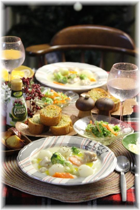 【レシピ・リンク】クリスマスカラーのホワイトシチュー。と 白菜のみそコールスローと 献立。 と どっちに入ってるか?