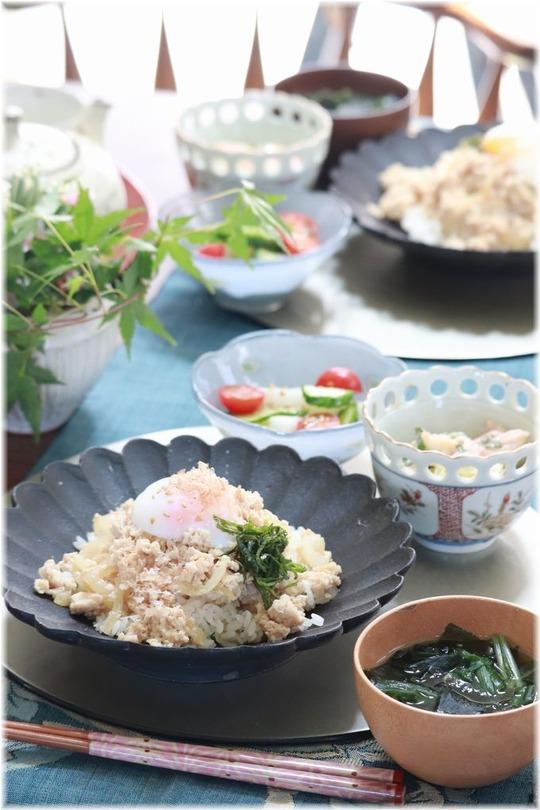 【レシピ】レンチン4分の 甘辛おかか鶏そぼろご飯。と お昼ごはん。 と おやつ屋の一日。