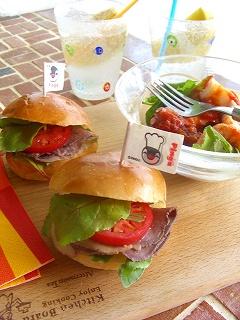 ローストビーフサンドイッチ。 と手抜きランチ。
