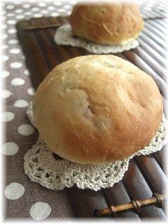しっとり豆パン。