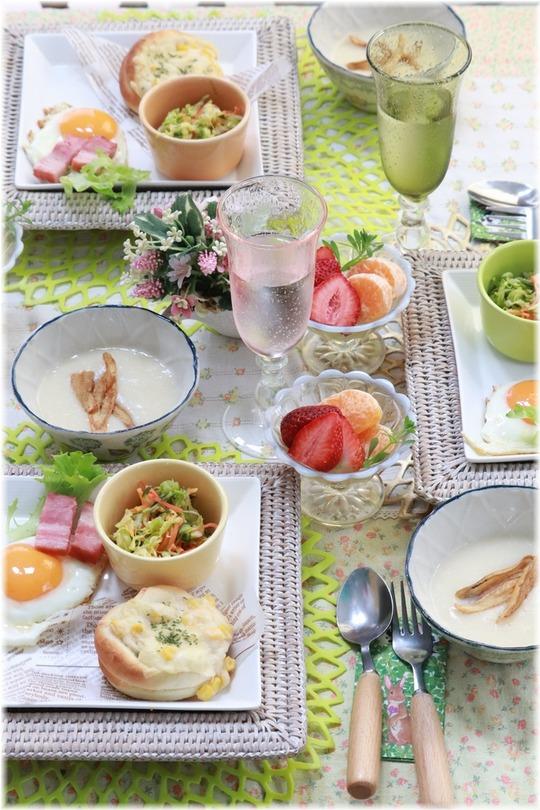【献立】コーングラタンパン。 の 朝ごはん。と いちごあめ。