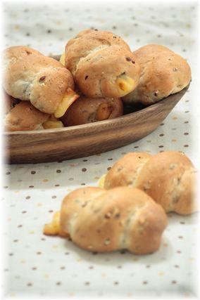 雑穀チーズパン。
