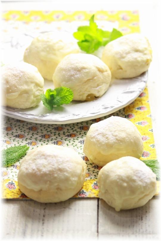 レモンとホワイトチョコの白パン。
