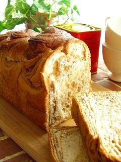 メイプルと紅茶のパン。