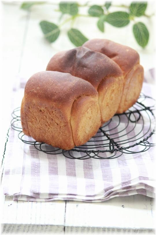 ほったらかしパン:お豆腐と全粒粉のミニ食パン。