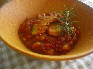 器と豆とかぼちゃのカレー。
