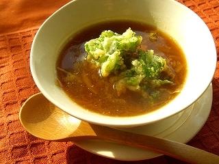 あめ色玉葱のスープ・ハーブチーズの掻き揚げのっけ。