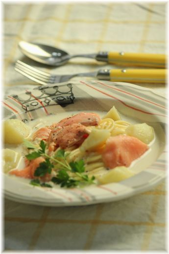 スモークサーモンのミルクスープパスタ。 と お昼ご飯。