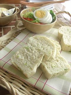 枝豆とチーズの白いミニ食パン。
