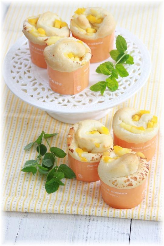 冷やして食べるマンゴーチーズロール。
