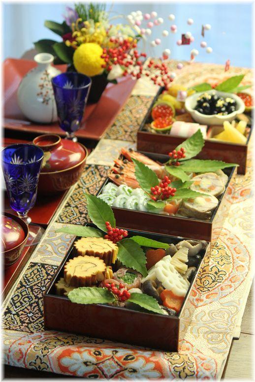 2014年。 おせち料理と富士山。