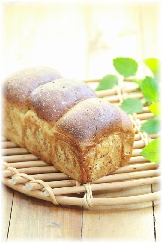 オリーブオイル・ハニーマスタードの食パン。