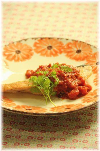 鮭のトマト味噌ソースソテー。 と献立。