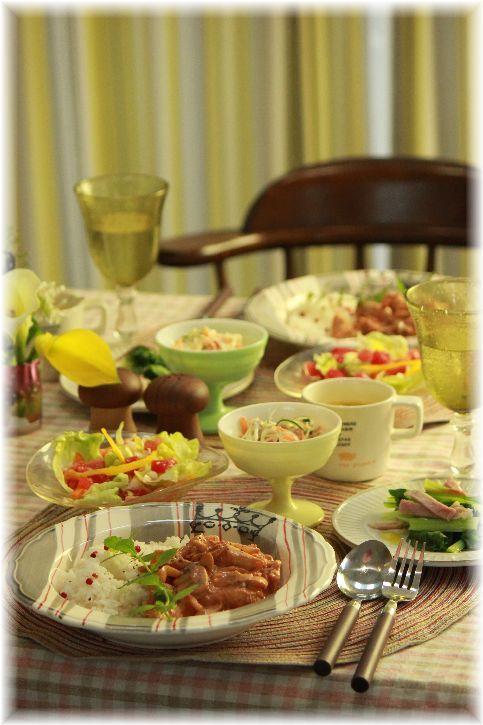 チキンストロガノフ。の 献立。 と 野菜スープ(キャベツ入りバージョン)。