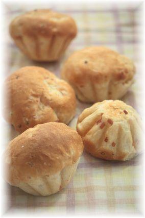 オニオンベーコンのふわふわパン。