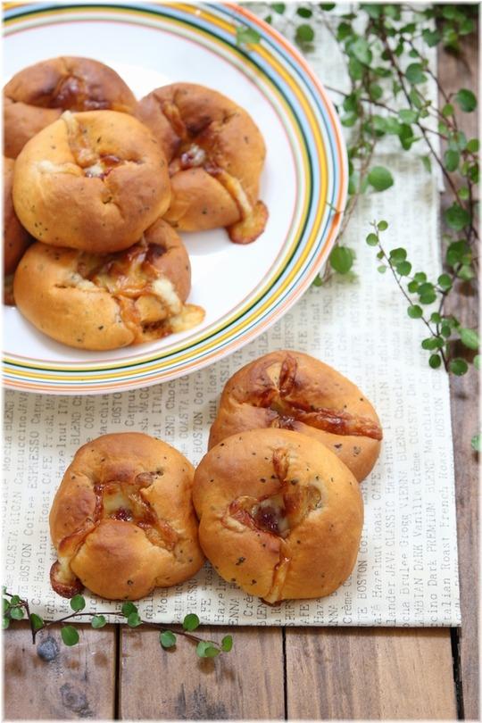 【レシピ】モッツァレラバジルパン。 と お昼寝。