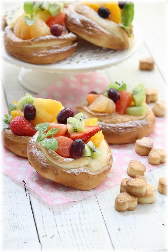 フルーツたっぷりクッキーパン。