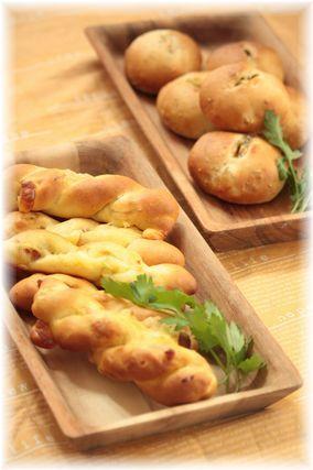 カレーベーコンのスティックパンと、お芋メイプルパン。
