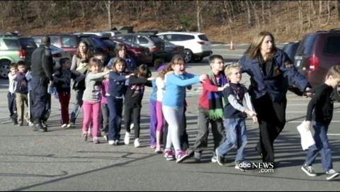 サンディフック小学校銃乱射事件の嘘報道に鉄槌!嘘つき米テレビ局が告訴されます。請求額は1兆ドル!