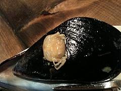 ムール貝に蟹が!