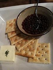 イクラとクリームチーズとクラッカー