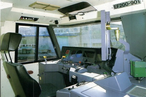 EF200-901_運転台
