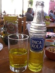ペルーの国民的飲み物 (インカコーラ)