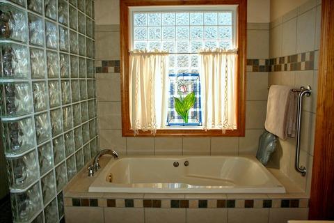 bathtub-54587_1920