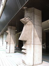 高島平駅柱