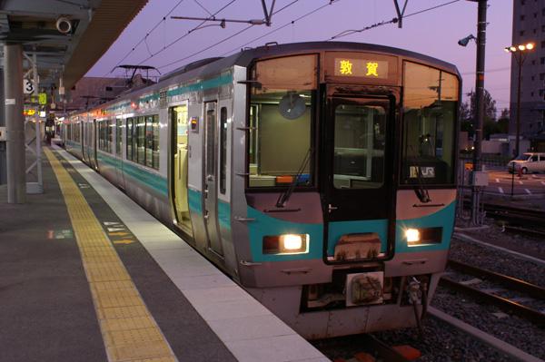 直流区間延伸後も北陸本線ローカル列車は長浜始発 : 関西中心の鉄道写真