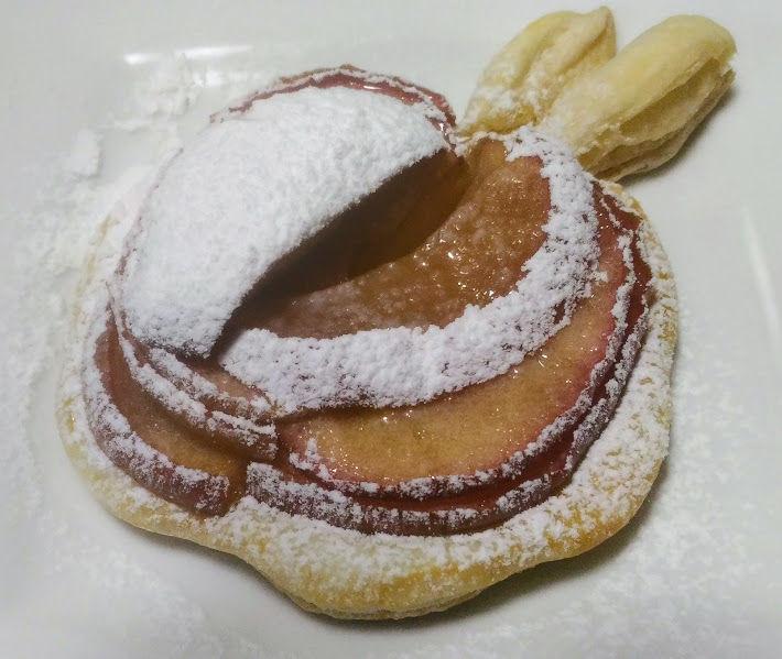 りんごパイ粉砂糖がけ