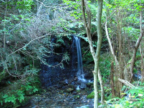 5361泉山登山口近くの滝141019