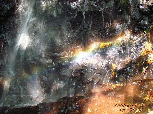 9584白髪の滝の虹131013
