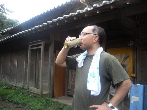 『九州いろり塾』(福岡)竹コップで飲む